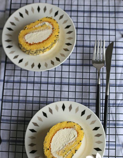 杭州蛋糕培训班:芝麻奶油蛋糕卷的做法